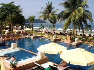 Baan Khao Lak Resort swimming pool and beach area