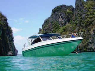 Speedboat dive charters with Dive The World
