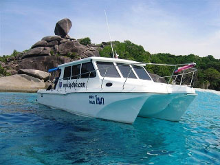 MV Loma high speed dive catamaran for Khao Lak diving packages