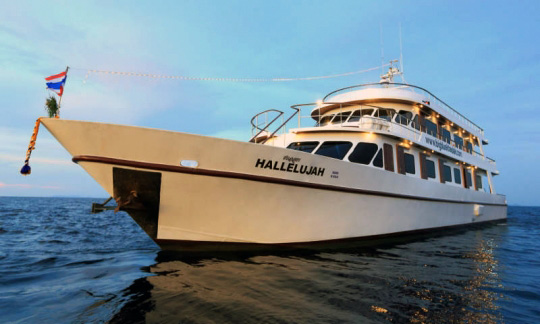 Liveaboard Diving Trips: Phuket and Similan | Dive The World Thailand